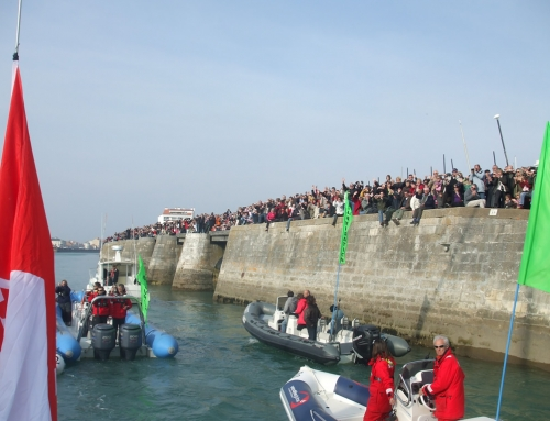 Crowds welcome Steve White Vendée Globe